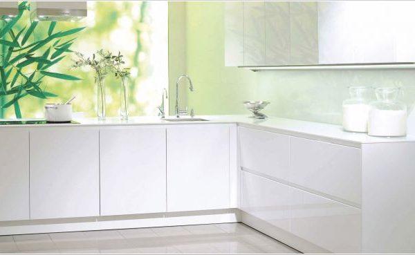 greeploze keuken met glazen wand  keukenglas, Meubels Ideeën