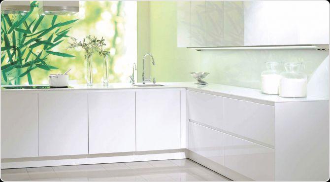 Glasplaat Keuken Eindhoven : Een witte greeploze keuken van mooi design! Doordat de keuken een