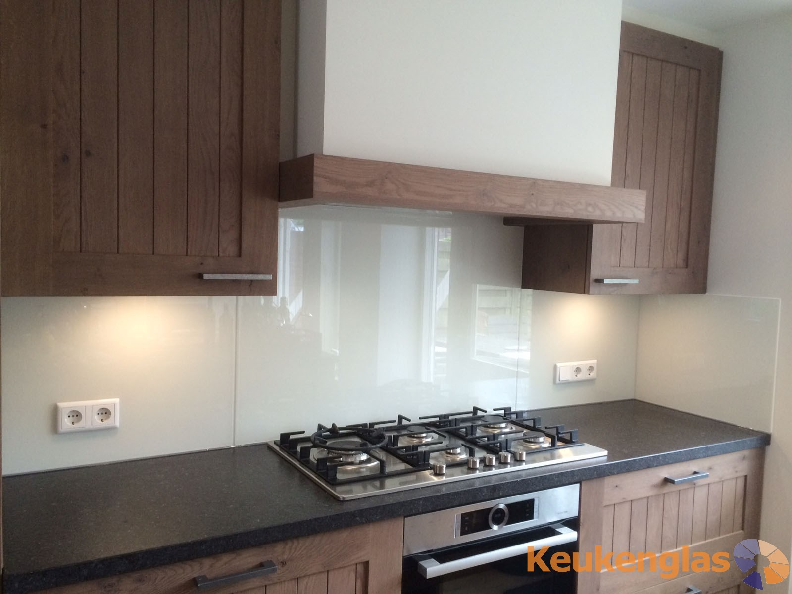 Glazen werkblad keuken glas werkbladen siematic keukenstudio - Witte keuken en hout ...