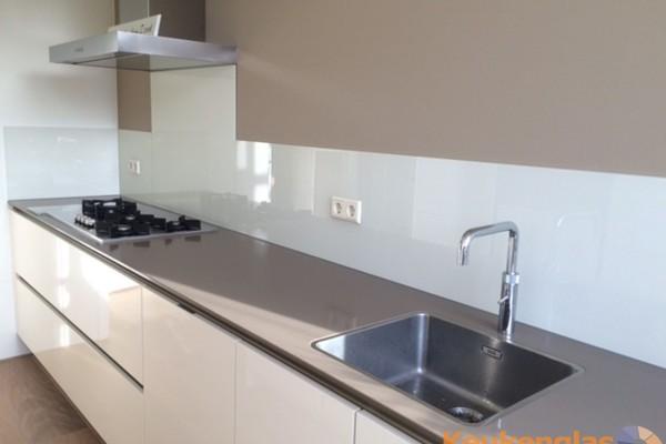 Witte keukenwand NCS kleur S 0500-N