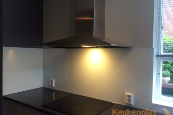 keuken achterwand over tegels - na plaatsing keukenglas