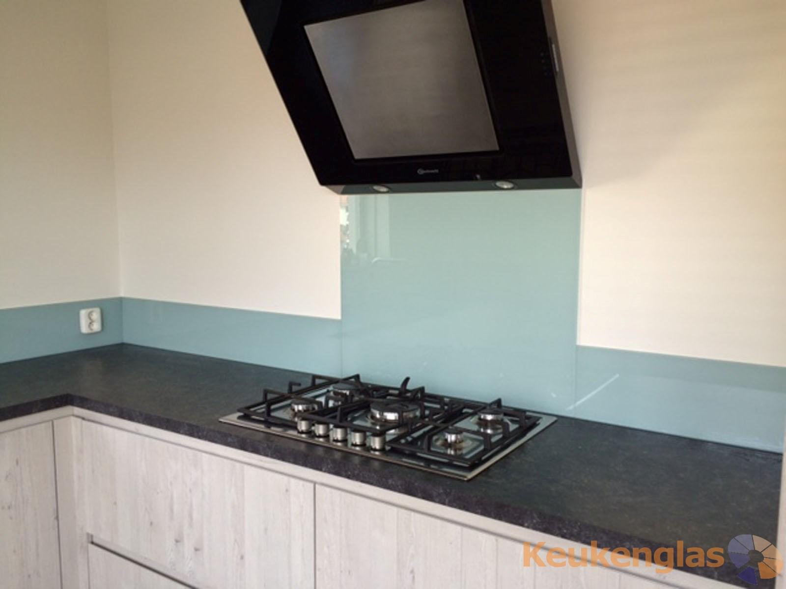 Lichtgrijze keuken achterwand in nieuwegein   keukenglas