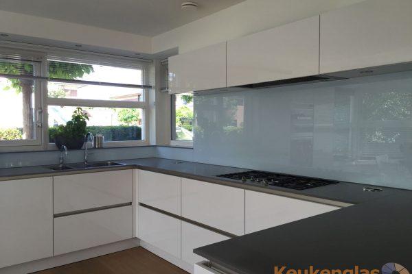 Glazen keukenwand lichtblauw Almere