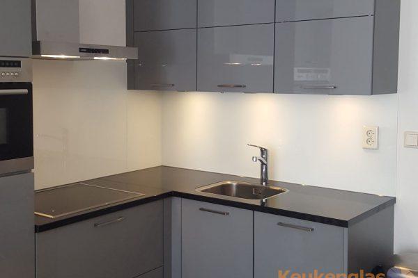 glazen-keuken-wand-wit-groningen