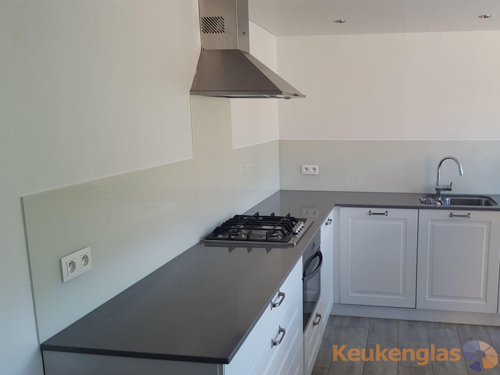 Witte glazen keuken achterwand in tongerlo be keukenglas