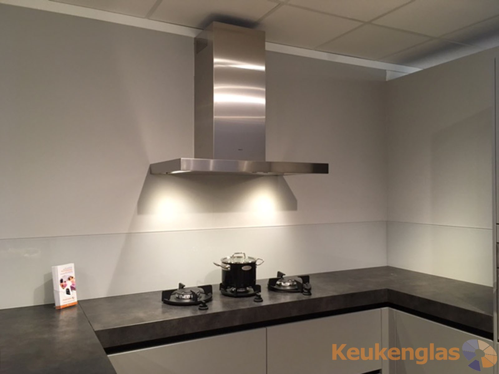 Badkamer Showroom Amersfoort : Glazen achterwand showroom eigen huis keukens amersfoort keukenglas