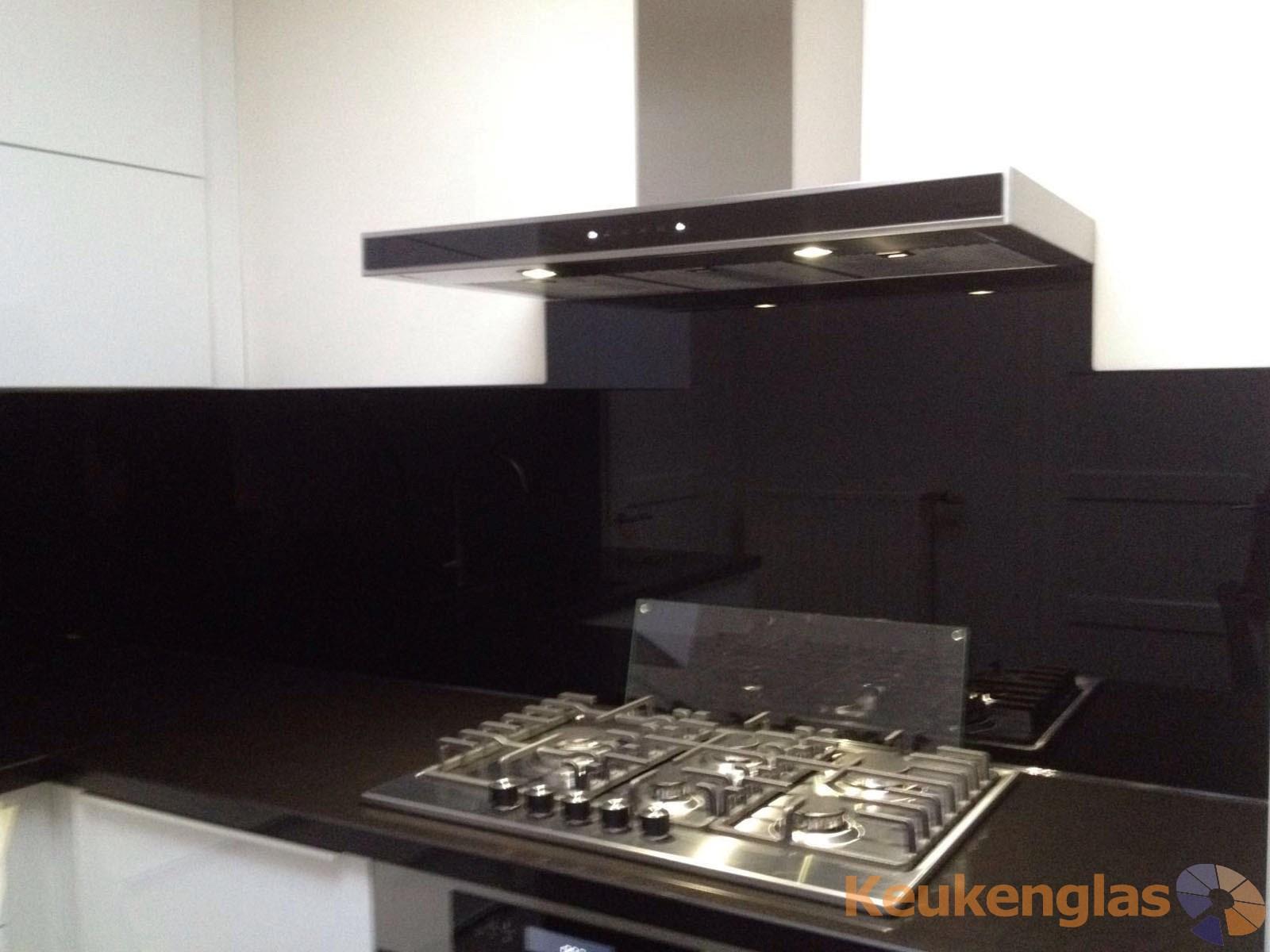Glazen keukenwand RAL 9005 Maaskantje