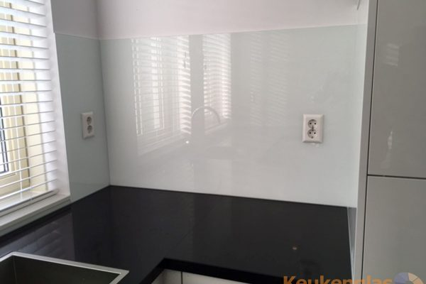 Achterwand melkglas - Keukenglas