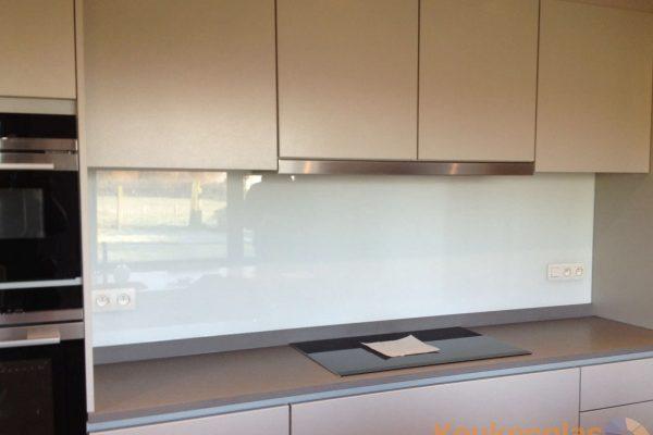 Witte keukenwand van glas Belgie