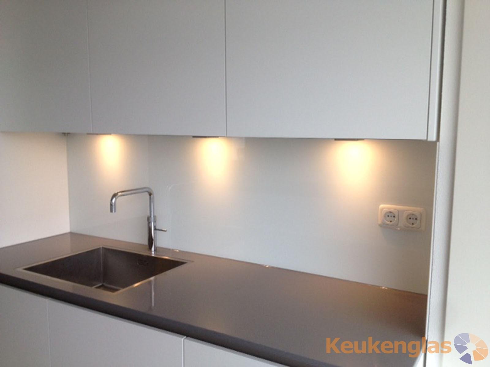 Witte achterwand van glas keuken Son 2