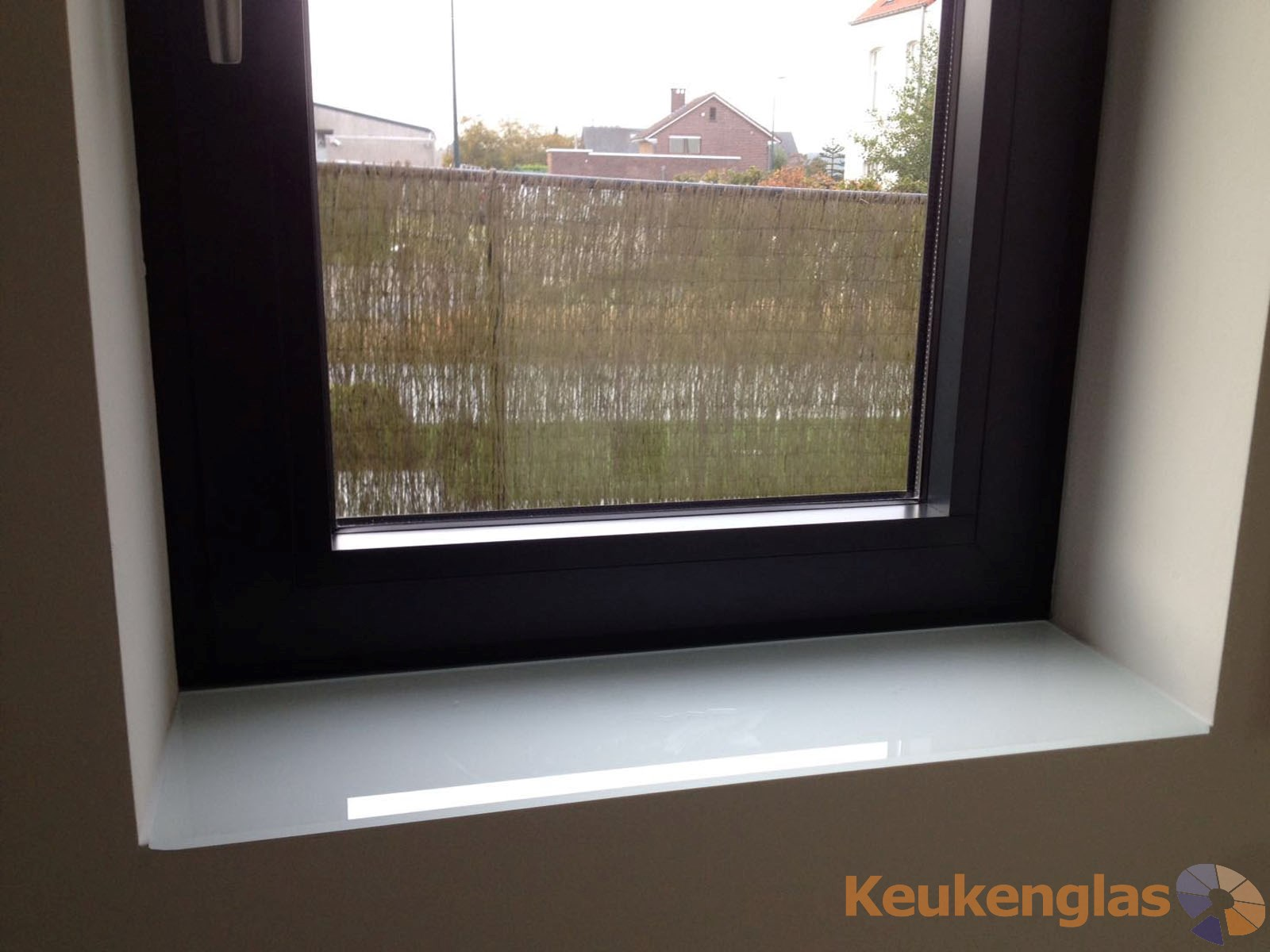Vensterbank bekleed met wit glas 2