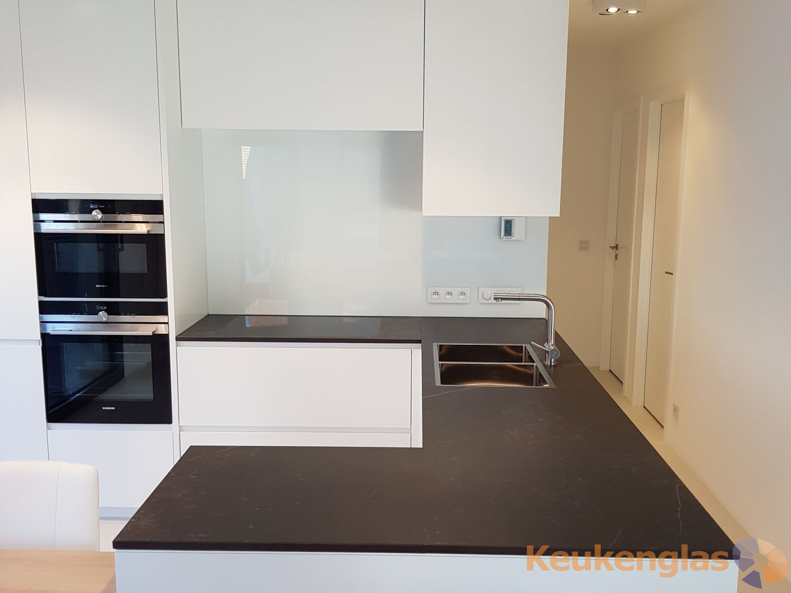 Witte keukenwand Antwerpen 4
