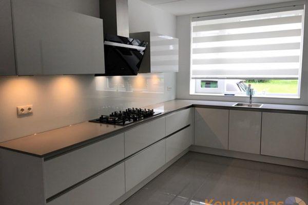 Witte glazen keukenwand Vlaardingen