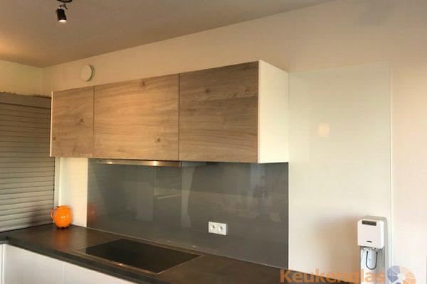 keuken hout metallic achterwand